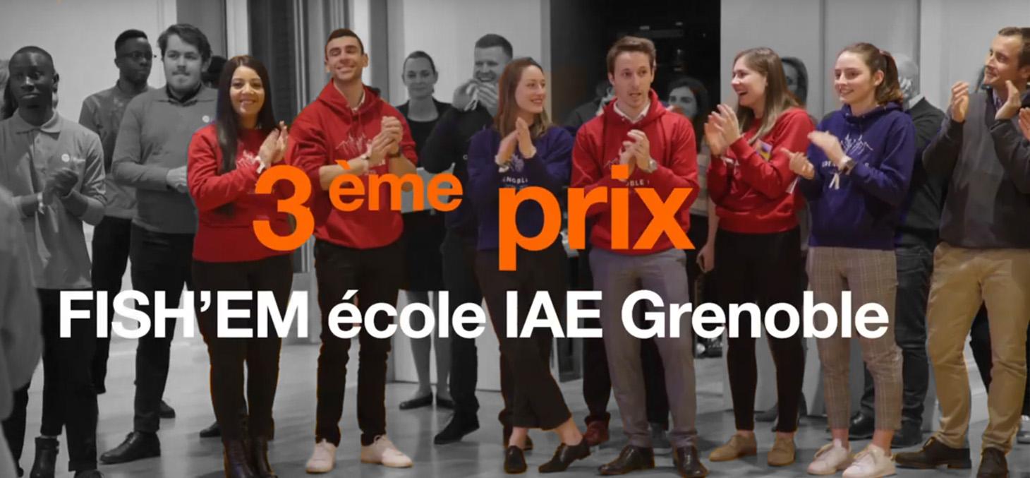 Les deux équipes lauréates du concours Jeunes Talents Orange 2020 à Paris