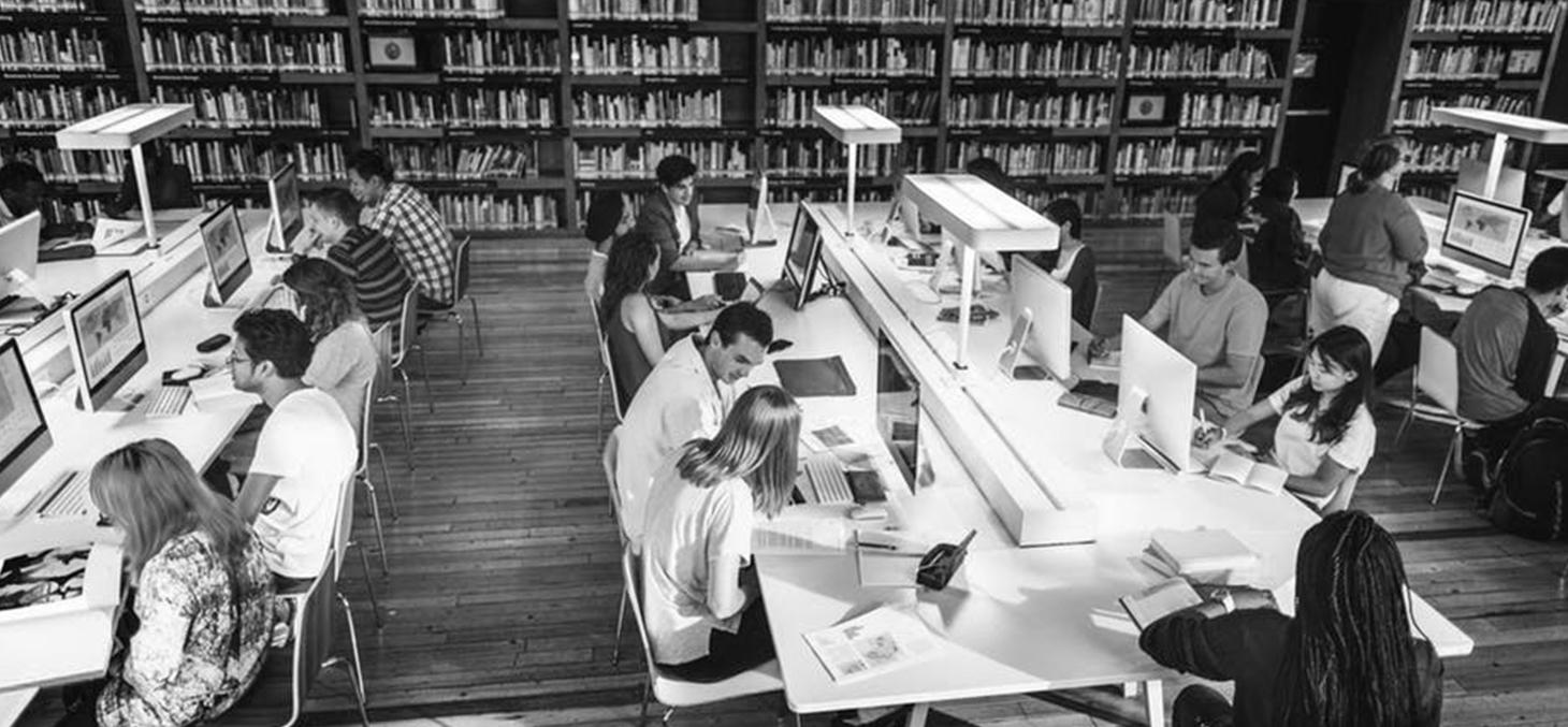Les étudiants dessinent l'université du futur - Shutterstock