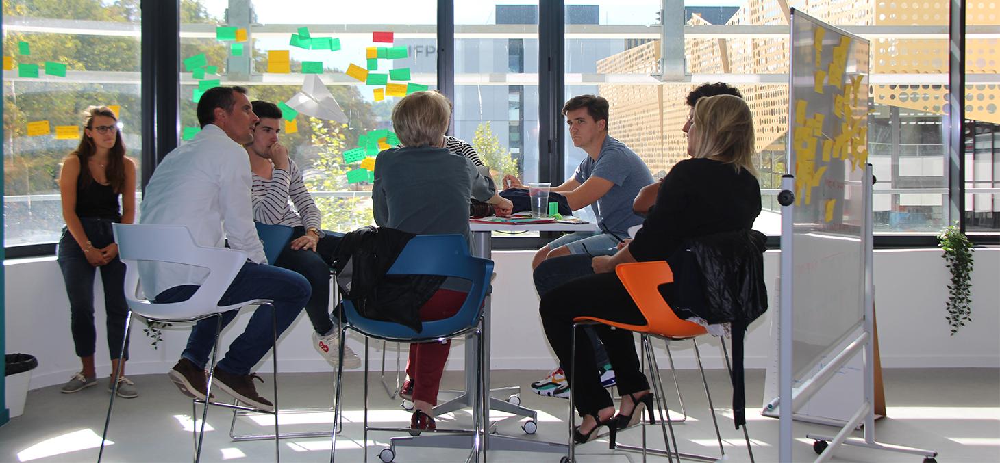 Plateau design - configuration en mode travail de groupe position haute